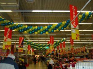 Dekoracje balonowe - girlanda z balonów - dekoracja marketu