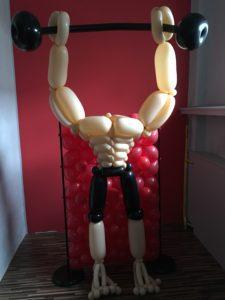 kulturysta z balonów - postać z balonów