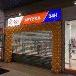 brama z balonów na otwarcie apteki DOZ w Płocku