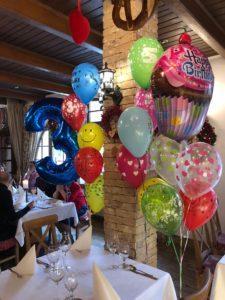 balony urodzinowe z helem jako dekoracja restauracji Patio w Katowicach - balony z helem Katowice