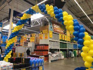 brama balonowa jako dekoracja Castoramy - 21 urodziny Castorama