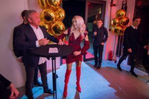 Maffasion - Maf zaskoczona urodzinowymi balonami