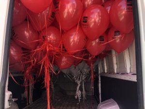 balony z helem w drodze do Wałbrzycha