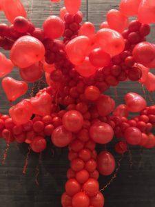 drzewo z balonów na koncert walentynkowy