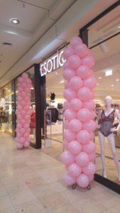 różowe kolumny balonowe na otwarcie Esotiq w Gdańsku