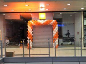 Xiaomi brama balonowa na otwarcie salonu we Wrocławiu w Pasażu Grunwaldzkim