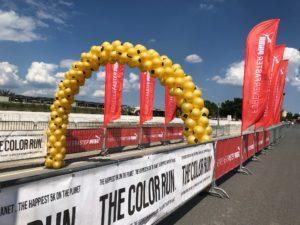 brama z balonów - brama balonowa na evencie plenerowym w Warszawie