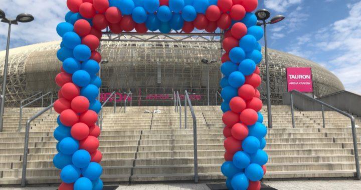 brama z balonów w Krakowie na pikniku firmowym