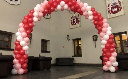 brama-balonowa-łuk-z-balonów-na-wieczór-walentynkowy-z-Dr-Oetker-na-zamku-Ryn