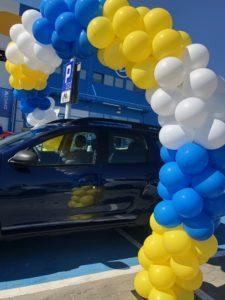 luk balonowy nad autem w elblagu