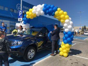 wręczenie nagrody dla zwyciezcy luk balonowy nad autem