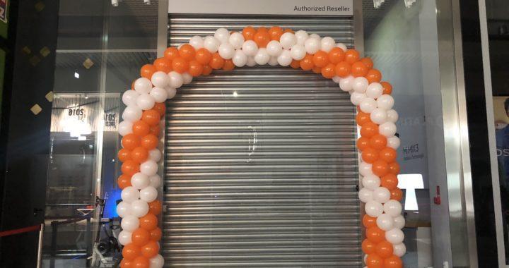 brama-balonowa-jako-dekoracja-na-otwarcie-sklepu-salonu