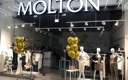 dekoracja-balonowa-wejścia-do-sklepu-kiscie-peki-balonow-z-helem-na-obciazniku