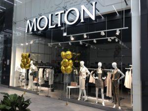 dekoracja-balonowa-wejscia-do-sklepu-Molton-balony-zlote-foliowe-z-helem