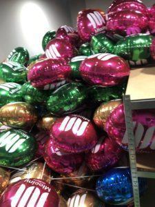 dwa-tysiące-balonów-z-logo-galeria-mlociny-napelnionych-powietrzem-do-rozdania-przybylym-klientom