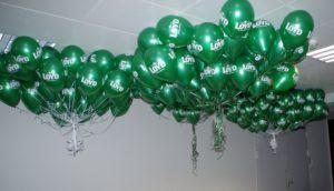 gotowe-kiscie-balonowe-pod-sufitem-czekaja-na-hostessy