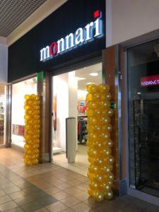 Auchan-Kielce-dekoracja-balonowa-przed-wejsciem-do-sklepu-dekoracje-balonowe