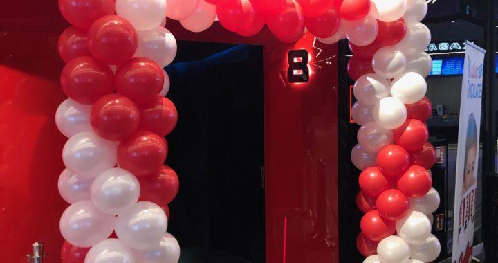 brama-balonowa-w-kinie-Helios-w-Galerii-Libero-w-Katowicach-podczas-eventu-firmowego