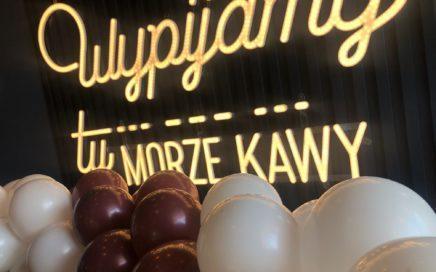 girlanda-balonowa-jako-dekoracja-na-otwarcie-lokalu-w -Sopocie
