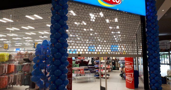 kolumny-balonowe-jako-dekoracja-na-otwarcie-salonu-Pepco-w-Auchan-Białystok