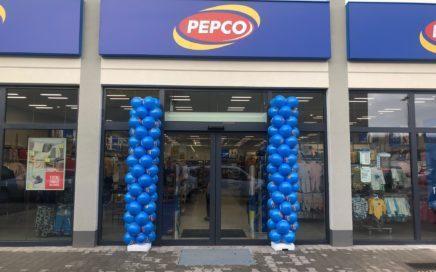 kolumny-balonowe-przed-wejsciem-do-sklepu-Pepco-Żarów
