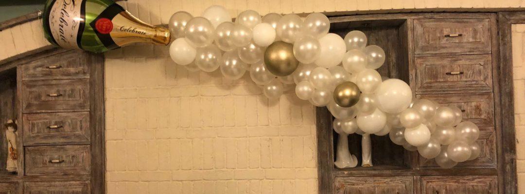 dekoracja-z-balonow-na-sylwestra-18-szampan-organiczna-dekoracja-spektakularna