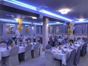 stroiki-balonowe-z-helem-na-stol