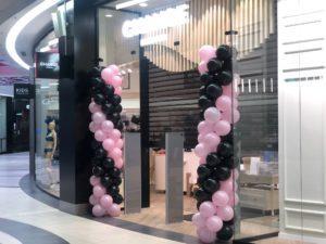 balony-dekoracyjne-brudny-roz-czarny-pastel-dekoracja-balonowa-Krakow