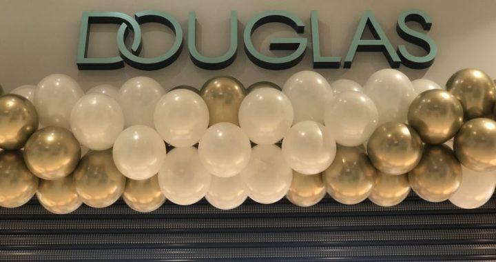 balony-przed-wejsciem-do-sklepu-douglas-w-galerii-bonarka-w-krakowie