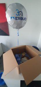 balonowy box - karton z balonem w srodku