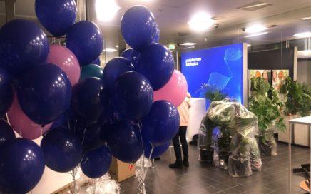 balony-z-helem-na-impreze-z-okazji-rebrandingu-firmy-Polfarma
