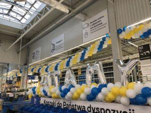 balonowe-litery-w-centralnym-punkcie-marketu-Castorama