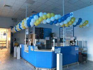 dekoracja-balonami-punktu-obslugi-klienta