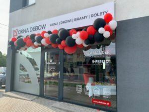 organiczna-girlanda-balonowa-na-otwarcie-salonu-sprzedaży