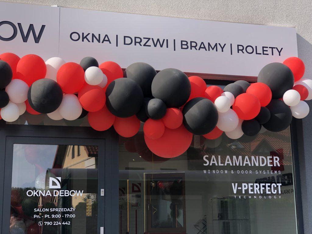 Organiczna girlanda balonowa na otwarcie salonu Okna Dębów w Katowicach