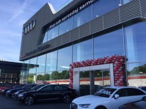 Urodziny Audi Centrum Gliwice dekoracja balonowa przed salonem
