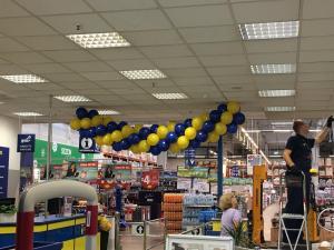 girlanda balonowa w Makro z okazji 23 Urodzin firmy