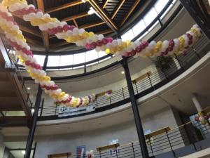 balony-girlandy-z-balonow-dekoracja-balu-studenckiego