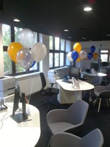 balony-z-helem-jako-dekoracja-biura