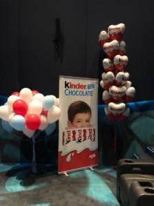balony-z-helem-na-imprezę-firmowa-w-kinie-kiscie-helowe-balony-dekoracyjne