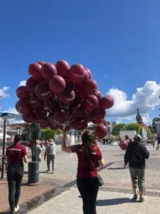 balony-z-helem-rozdawane-na-sopockim-monciaku