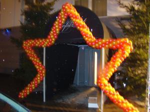 brama balonowa gwiazda - gwiazda z balonów