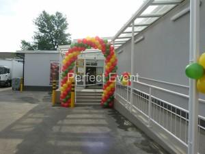 brama-balonowa-na-otwarcie-marketu
