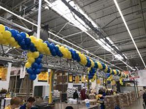 dekoracja-balonami-lini-kas-w-Castorama-Rybnik
