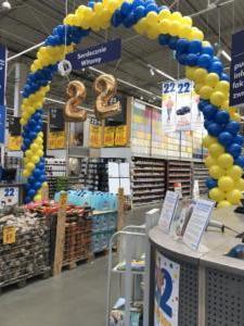 dekoracja-balonowa-w-Sosnowcu-na-22-urodziny-Castorama-balony-cyfry-zlote