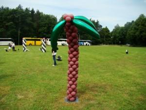 palma z balonów na imprezie firmowej