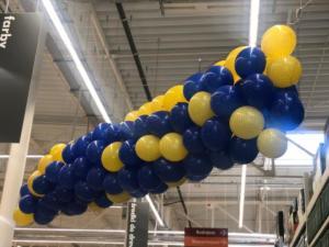siatka-z-balonami-balony-gotowe-do-spuszczenia-na-zwyciezce-loterii